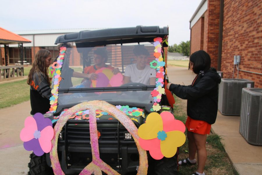 Seniors work on picking out flowers for their ATV.